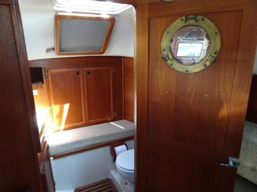 Bayfield 29 Enclosed Head