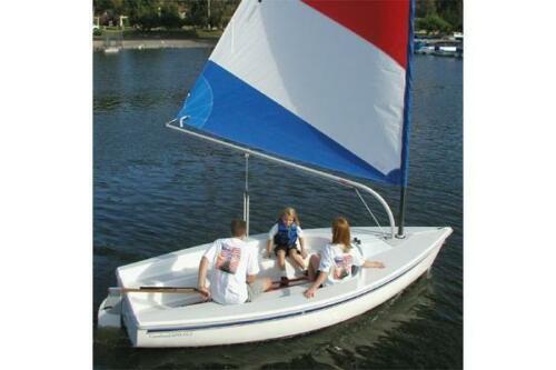 Catalina 14.2 - Under Sail